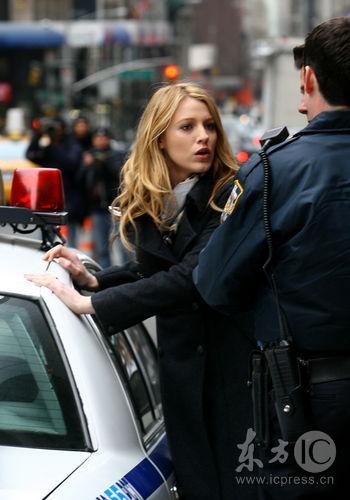 组图:《绯闻女孩》探班布莱克-莱弗利被捕