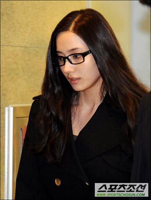 韩彩英含泪追忆张紫妍:她很和善、开朗(图)
