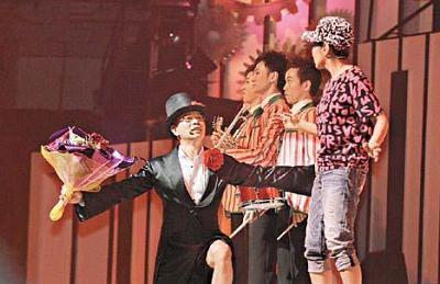 在今年4月17日的《我系阿姐——汪明荃》演唱会上,罗家英第19次向汪明荃求婚