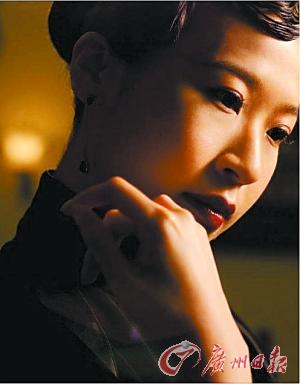 陈洁丽出道10年首开唱不让蔡琴八只眼专美