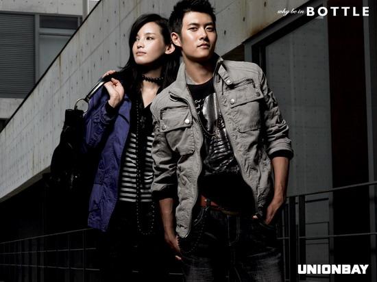 图文:在熙服装代言写真--情侣逛街