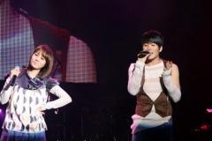 组图:韩星ERU出道3年开个唱李秀英裴瑟琪助阵