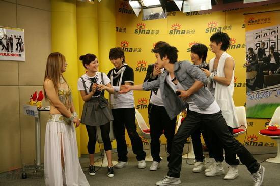 图文:SJ-M做客新浪--邀请谢娜一起high