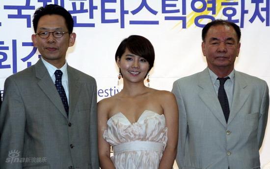 图文:柳真任富川电影节大使-柳真与电影节代表