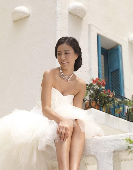 图文:韩星孙泰英婚纱写真曝光--幸福洋溢