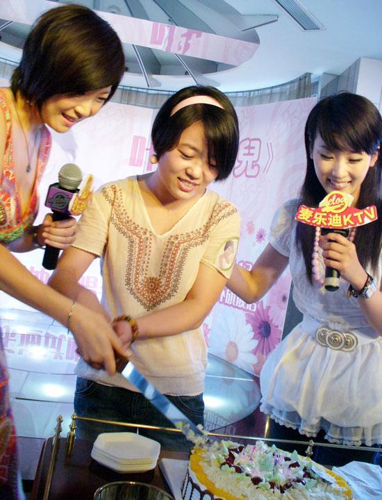 叶蓓专辑北京试唱谢楠抽身话剧彩排现场支持