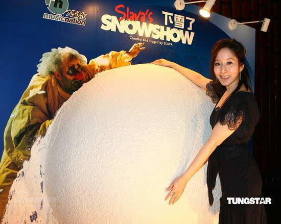 组图:许慧欣张晓晨宋晓波等上海看《下雪了》