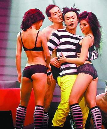陈奕迅明年巡演40场台湾起跑海报玩花招(附图)