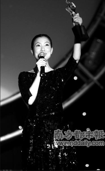 香港唱片销量大奖颁奖郑秀文夺四奖状态一流