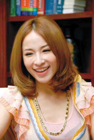 萧亚轩相信爱情胜面包自称是易受伤傻女生(图)