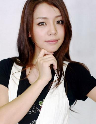 资料:2008我型我秀21强同学--李毓芬