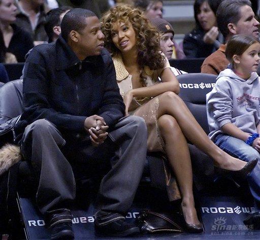 "Jay-Z太想碧昂斯要求以老婆胸型雕""水果胸"""
