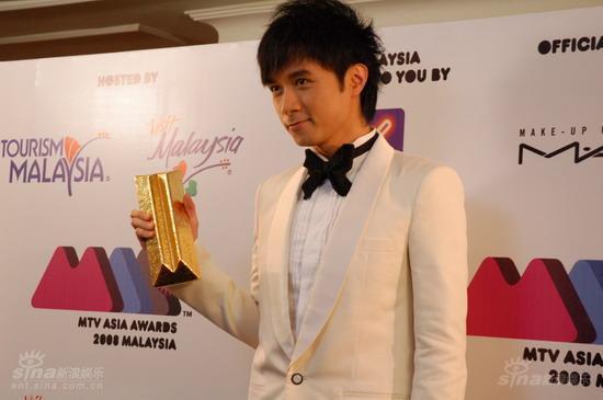 快讯:古巨基获得香港地区最受欢迎歌手奖