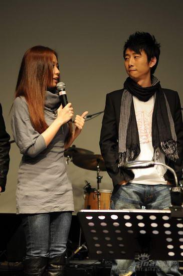 张靓颖现场对话沈元-华谊新人沈元首唱会 张亚东张靓颖到场加油图片