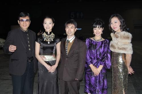 吕薇韩国获最高人气歌手奖观众称其像崔智友