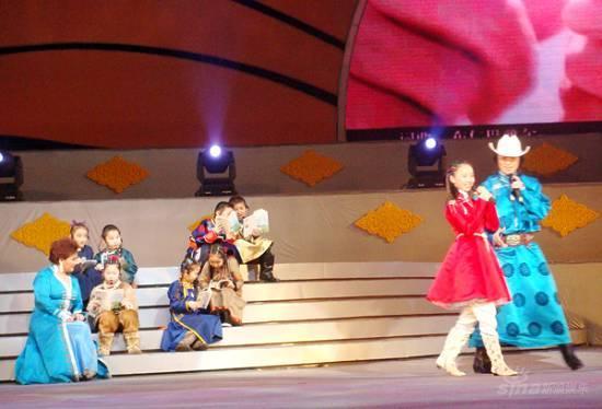 内蒙卫视春晚吉祥三宝上演蒙语版《音乐之声》