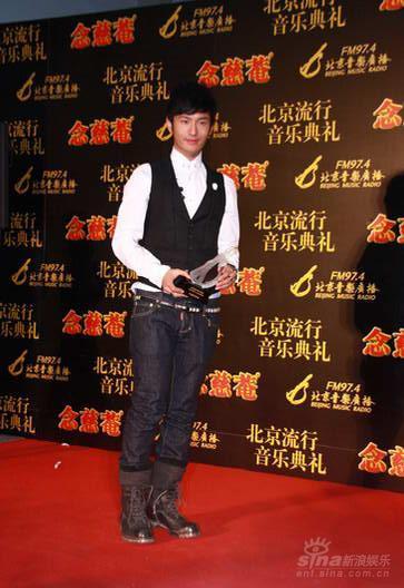 后台采访:黄晓明想尝试写歌词也想过把导演瘾