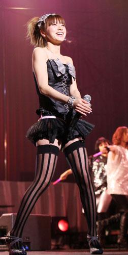 铃木亚美开27岁生日演唱会当众宣布想结婚(图)
