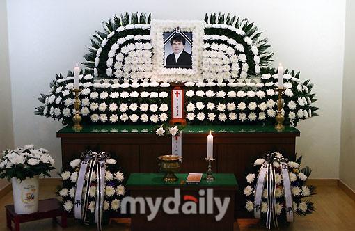 韩国歌手李昌容上吊自杀因金融危机破产想不开