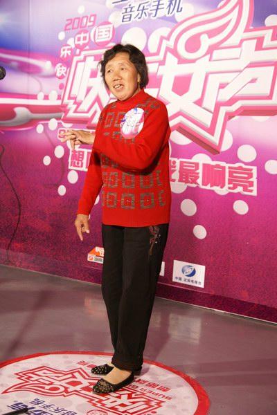 72岁爱唱歌老奶奶报名快女曾参加两届超女(图)