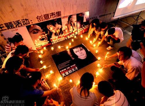 南京歌迷悼念迈克尔-杰克逊(图)