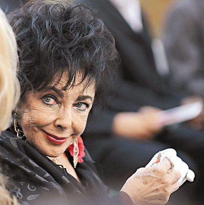迈克尔-杰克逊母亲率众缺席致敬音乐会