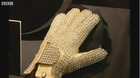 杰克逊首演太空步所戴手套被拍卖香港商人中标