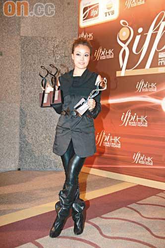 香港唱片销量大奖容祖儿成赢家林峰称雄男歌手