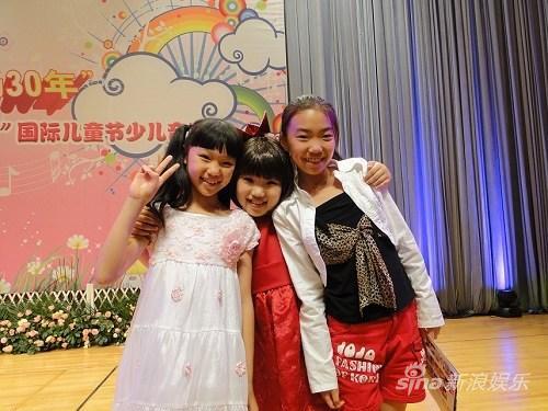 童星陈维琳献唱音乐节妈妈级粉丝后台打气(图)