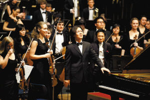 """""""吴章鸿、吴纯母子励志音乐会""""将于4日晚在音乐厅举行,图为吴纯在德国演出。(资料图片)"""