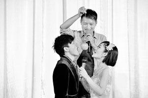 """谢娜:我要做好""""张太太""""与老公张杰咬苹果"""