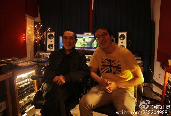 陈雨黎先生(右)曾在微博发布与张艺谋合影(资料图片)