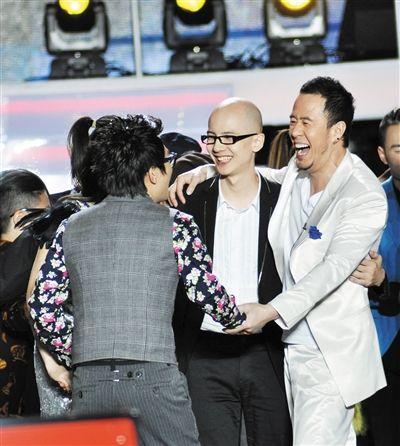 在《中国好声音》里因为被PK掉,导致有粉丝对金志文、杨坤产生不满。CFP