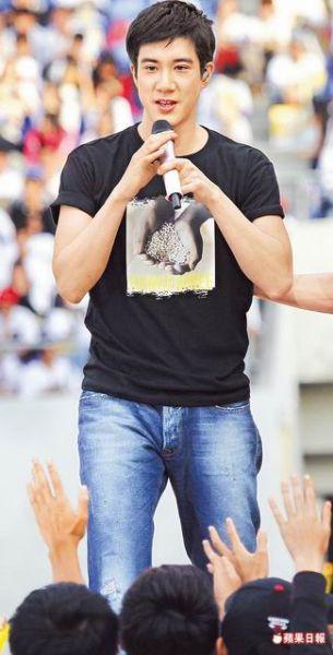 王力宏昨天(2月3日)献唱多首歌曲,魅力感染全场