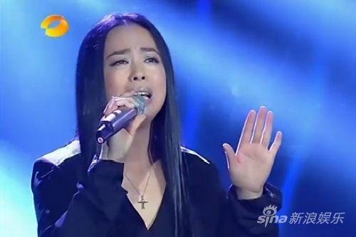 黄绮珊的一曲《等待》,终于让她结束了多年的等待。