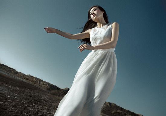 美女朦胧的透明纱衣