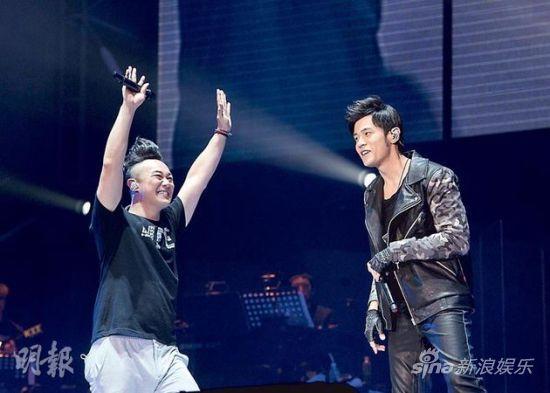 8-02-陈奕迅感激好友周杰伦百忙之中抽空助阵。