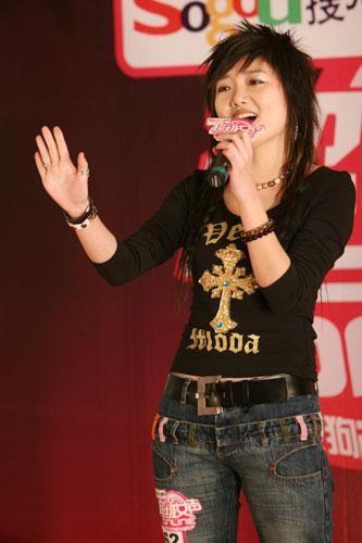 2006年成都超女十强选手王梓(资料图)