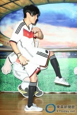 林俊杰自小酷爱足球