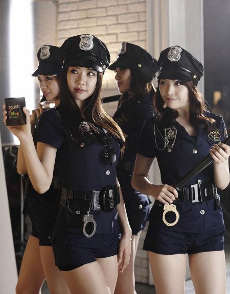 day变性感女警