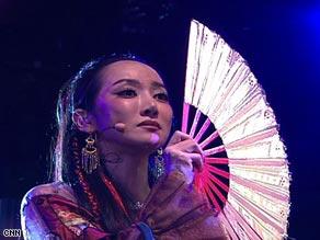 中国NewAge女歌手萨顶顶接受CNN专访(组图)