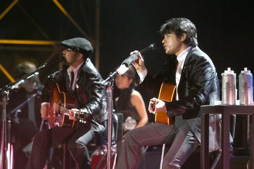 组图:恰克与飞鸟上海演唱会十年后经典再现