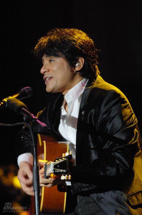 图文:恰克与飞鸟上海演唱会--飞鸟眼神明亮