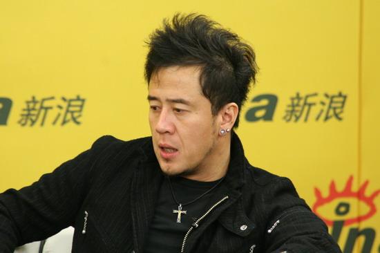 杨坤 (听歌,blog) 独家做客新浪,与网友分享《集结号》主题曲《兄弟》
