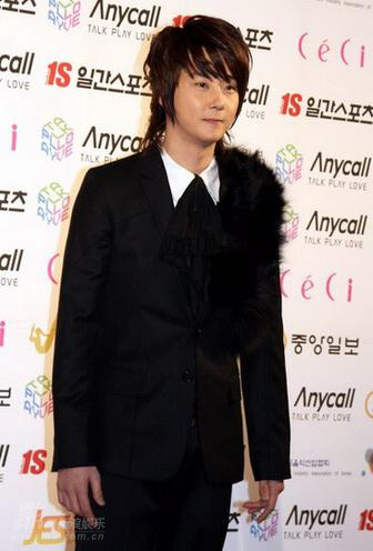 图文:韩国金唱片奖红地毯-申彗星只身亮相