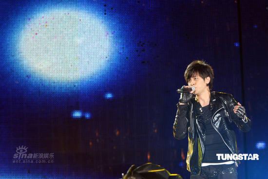 组图:台北2008跨年晚会 罗志祥月光下深情放歌图片