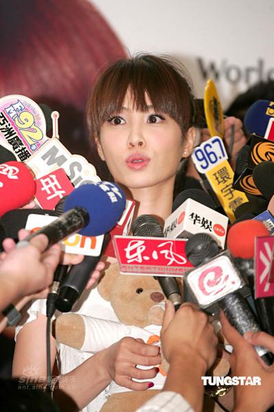 图文:蔡依林出任爱心大使--接受媒体访问