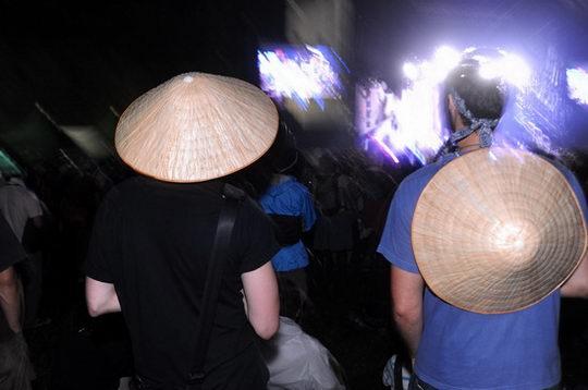 图文:富士音乐节之激情篇--头戴斗笠