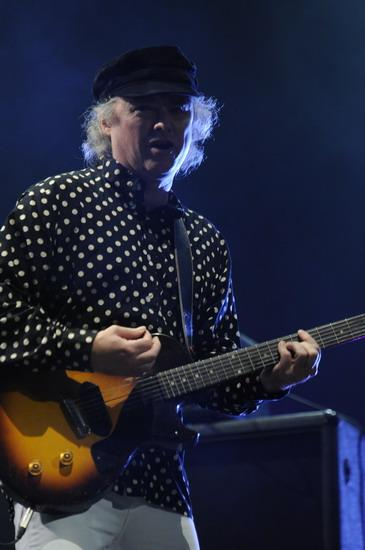 图文:富士音乐节第二日--PrimalScream吉他SOLO