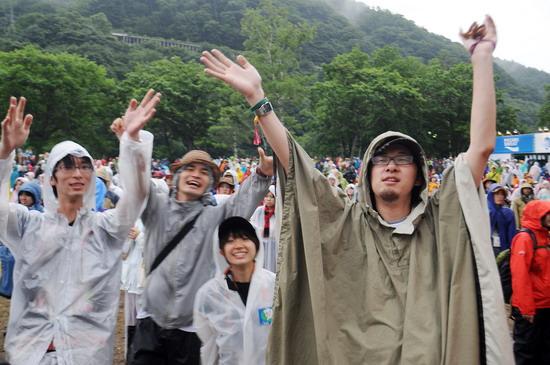 图文:富士音乐节第三天--大雨浇不灭热情